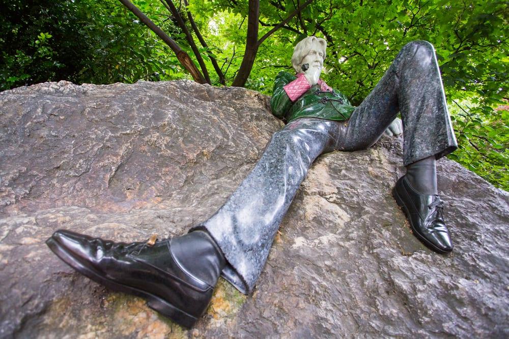 Oscar Wilde statues
